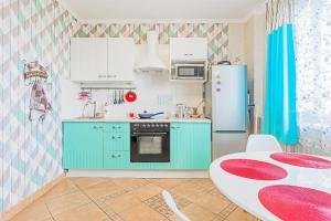 Кухня или мини-кухня в Kvartira na Engelsa 138