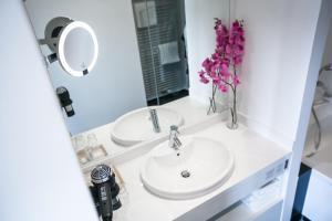 A bathroom at Hotel Sinsheim