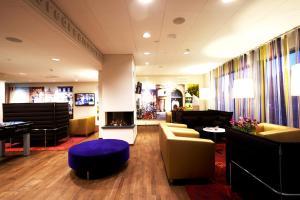 The lobby or reception area at Hotel Finn