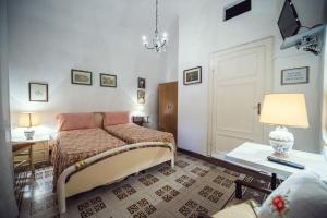 A bed or beds in a room at Bed & Breakfast La Torre