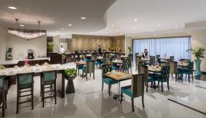 A restaurant or other place to eat at Savoy Crest Hotel Apartment