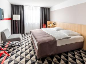 A bed or beds in a room at AZIMUT Hotel Vienna