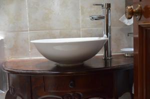 A bathroom at Dai Nonni Hotel