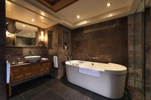 A bathroom at Michlifen Resort & Golf