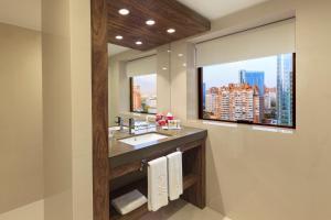 A bathroom at Hotel Regal Pacific Santiago