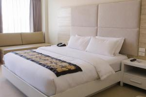 A bed or beds in a room at The Muse Hotel