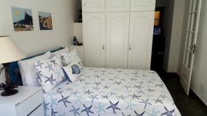 Cama ou camas em um quarto em Apartamento Aconchegante Quadra da Praia