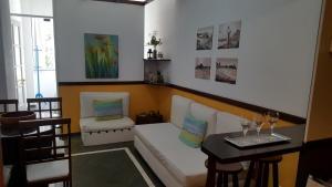 Um restaurante ou outro lugar para comer em Apartamento Aconchegante Quadra da Praia