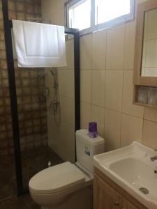 Een badkamer bij B&B Forest Hill Khao Yai