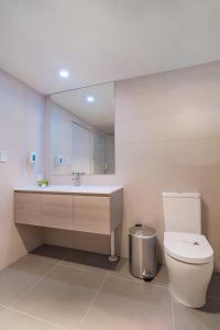 A bathroom at Argosy Motor Inn