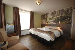 Ein Bett oder Betten in einem Zimmer der Unterkunft Bij Hen op Ameland
