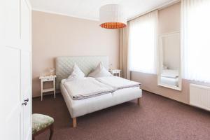 Ein Bett oder Betten in einem Zimmer der Unterkunft Gasthaus zur Linde