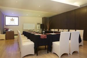 A restaurant or other place to eat at Grand Kecubung Hotel