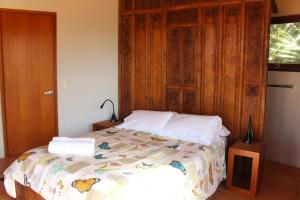 A bed or beds in a room at 1/9 Marine Parade, Wategos Beach - Beachbound