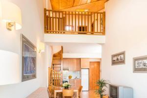 A seating area at Guitart La Molina Aparthotel & Spa