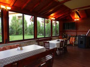 Ресторант или друго място за хранене в Къща за гости Ивел
