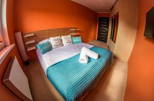 Łóżko lub łóżka w pokoju w obiekcie Apartamenty Centrum