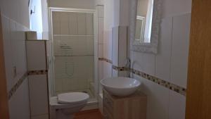 A bathroom at Hostel Goslar