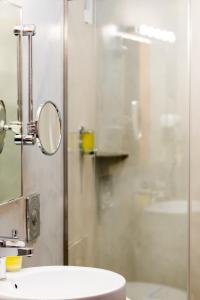 A bathroom at Kastro Hotel