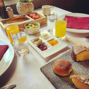 Breakfast options available to guests at Hotel & Spa La Salve