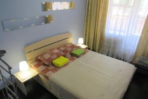 Кровать или кровати в номере Аpartment u Letnego Sada