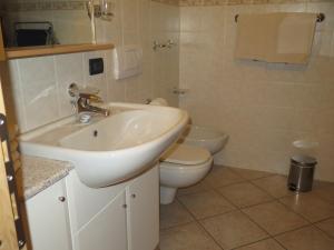 Koupelna v ubytování Bait Dal Canton