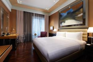 A bed or beds in a room at Hotel Eclat Taipei