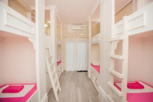 Łóżko lub łóżka piętrowe w pokoju w obiekcie Hostel Splendido
