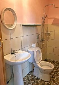 A bathroom at Happy Garden Resort