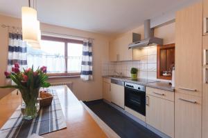 Küche/Küchenzeile in der Unterkunft Haus Angelika