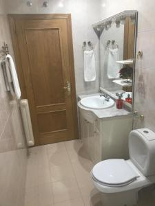 A bathroom at Pension Logroño