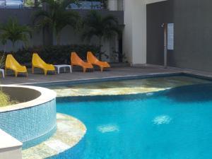A piscina localizada em Studio inn Luxury Penthouse ou nos arredores