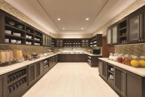A kitchen or kitchenette at Hyatt Place Washington DC/Georgetown/West End