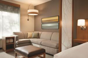 A seating area at Hyatt Place Washington DC/Georgetown/West End