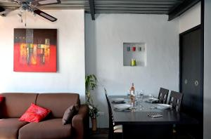 A restaurant or other place to eat at Duplex Panier