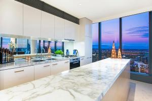A kitchen or kitchenette at Platinum Apartments @ Freshwater Place