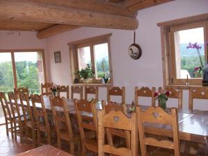 A restaurant or other place to eat at Chambres d'hôtes la Ferme du Canard Argenté