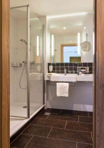 A bathroom at AMBER HOTEL Bavaria