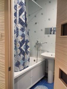 A bathroom at Авантадом Апартаменты по Хабарова, 23/2, twin