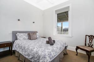 A bed or beds in a room at Albury Suites - Waterstreet