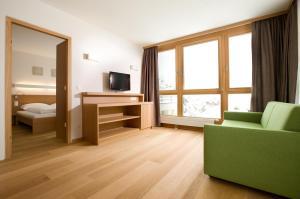 Ein Sitzbereich in der Unterkunft Hotel Manggei Designhotel Obertauern