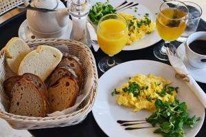 Breakfast options available to guests at Bed and breakfast Placzek