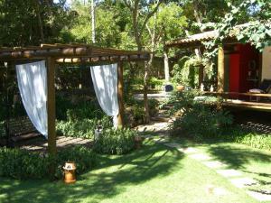 A garden outside Pousada Refugio das Pedras