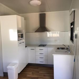A kitchen or kitchenette at Crystal Creek Caravan Park