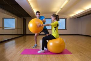 The fitness centre and/or fitness facilities at Hyatt Regency Dubai - Corniche
