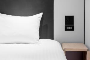 A bed or beds in a room at IBIS Tokyo Shinjuku