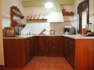 Una cocina o zona de cocina en Casa Rural La Fresneda