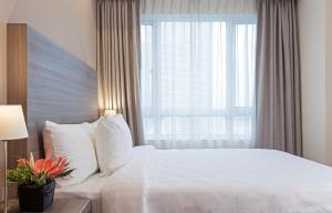 Кровать или кровати в номере One Pacific Place Serviced Residences