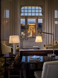 A restaurant or other place to eat at Four Seasons Hotel Gresham Palace Budapest