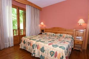 A bed or beds in a room at RVHotels Orri